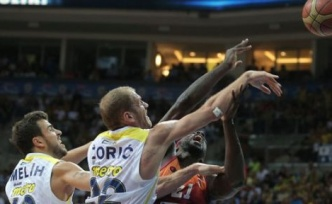 Fenerbahçe Ülker,  Galatasaray Liv Hospital'ı 74 - 73 mağlup etti