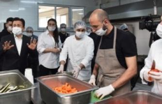 Ünlü şefler, Tuzla Belediyesi'nin mutfağına girdi