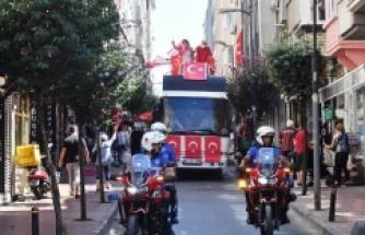 ŞİŞLİ BELEDİYESİ, 30 AĞUSTOS ZAFER BAYRAMI'NI KOMŞULARIYLA BİRLİKTE KUTLADI
