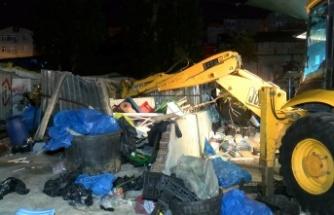 Ataşehir'de yabancı uyruklu kağıt toplayıcılarına operasyon