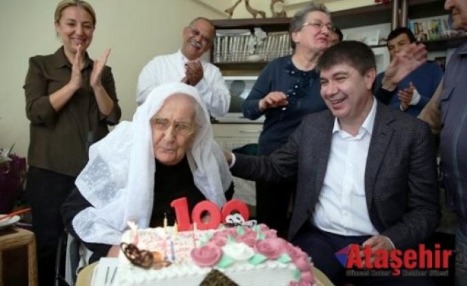Başkan Türel'den asırlık nineye sürpriz ! 100. yaş pastası