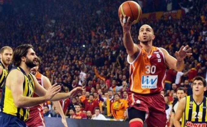Galatasaray, Fenerbahçe'yi mağlup ederek seride durumu eşitledi.