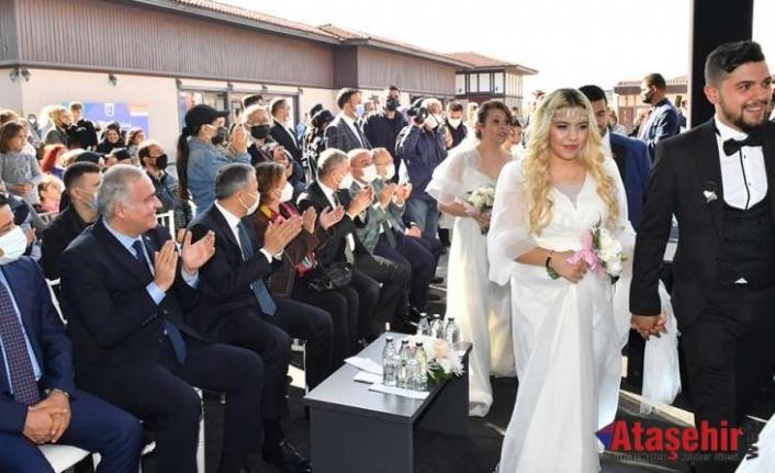 ÜSKÜDAR'DA ROMAN DÜĞÜNÜ GEÇİDİ YAŞANDI